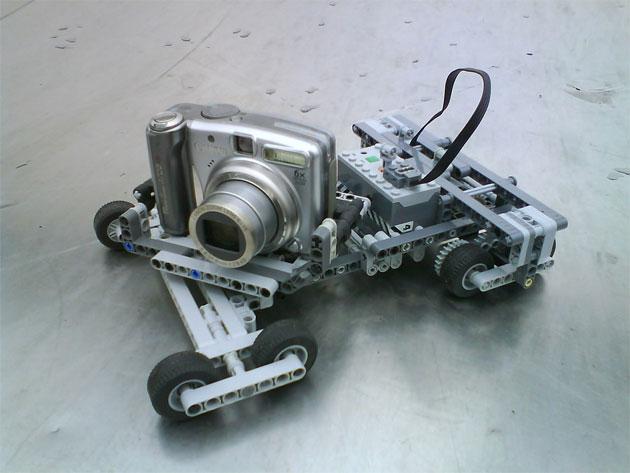 Maquina  de foto sobre carro
